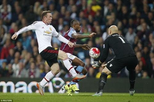 Rooney thi đấu mờ nhạt trên hàng công đội khách