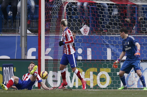 Saul Niguez (trái) nhân đôi cách biệt cho Atletico