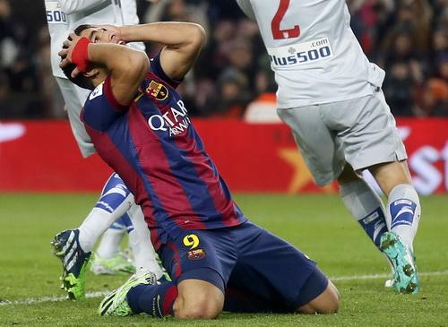 Luis Suarez sau cú sút lên trời ở cự ly 5 mét
