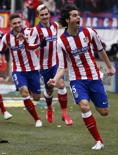 Thiago (5) vui mừng sau bàn mở tỉ số
