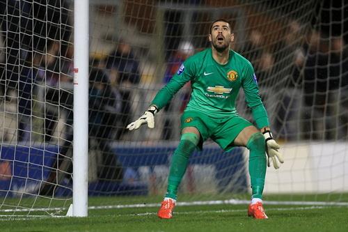Victor Valdes có trận ra mắt thành công ở Man United, tuyến U21