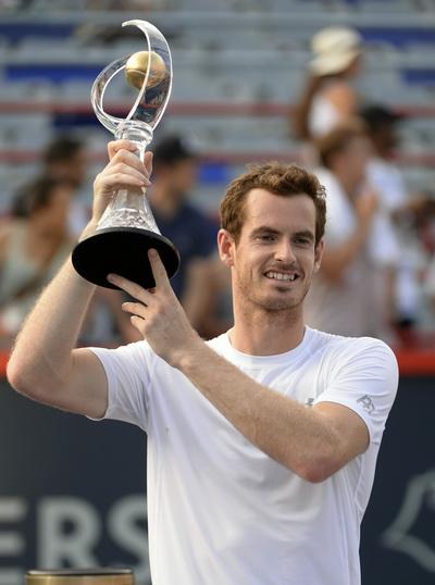 Andy Murray và chiếc cúp vô địch ở Montreal