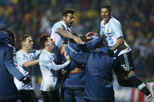 Niềm vui vào bán kết của Messi và đồng đội