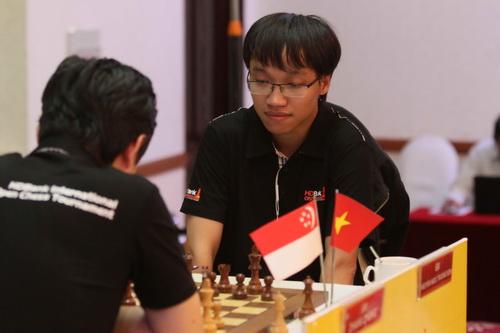Hoa và sôcôla cho các nữ kỳ thủ, thần đồng 13 tuổi dẫn đầu HDBank - Ảnh 3.