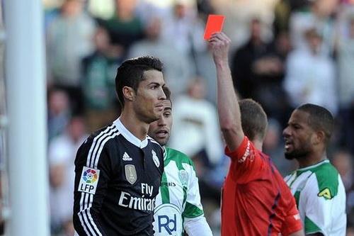 ... và nhận thẻ đỏ rời sân