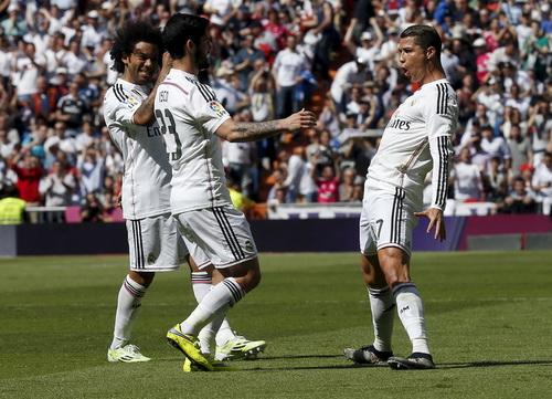 Ronaldo sút phạt đẳng cấp, mở tỉ số cho Real Madrid