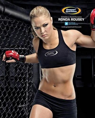 Ronda Rousey dũng mãnh trên sàn đấu..