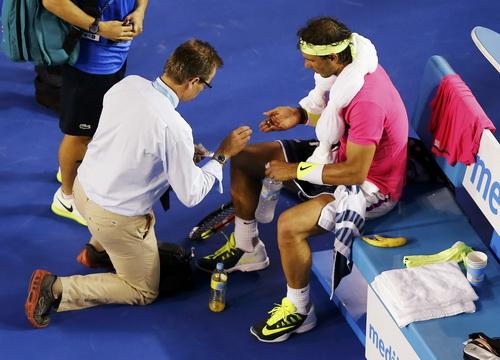 Nadal phải cần đến sự chăm sóc y tế để tiếp tục trận đấu