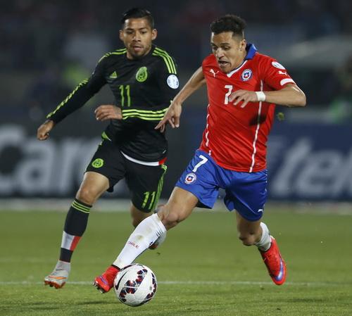 Alexis Sanchez thi đấu đầy quyết tâm nhưng pha lập công quan trọng của anh bị từ chối