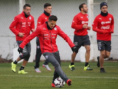 Tuyển Chile tích cực tập luyện cho trận tứ kết