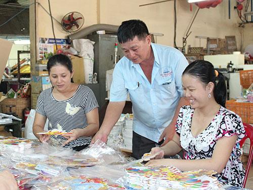 Ông Trần Hồng Thể, Chủ tịch Công đoàn Công ty CP Kỹ thuật Mới (quận 8, TP HCM), luôn sâu sát với công nhân