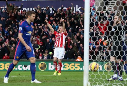 Shawcross vui mừng sau bàn mở tỉ số cho Stoke City