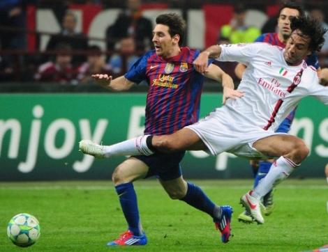 Mắt Messi không hề rời quả bóng dù cho đối phương có chơi xấu