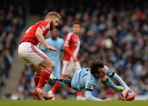 Man City (David Silva trong ảnh) vấp ngã đau đớn trước Middlesbrough