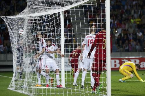 David Silva (21) ghi bàn duy nhất cho Tây Ban Nha