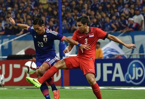 Singapore (áo đỏ) cầm chân Nhật Bản trên sân khách