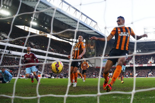 Amalfitano ghi bàn thứ hai cho West Ham trước Hull City