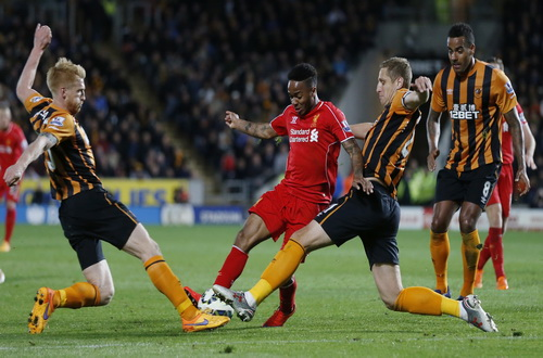 Raheem Sterling tả xung hữu đột trong vòng vây các hậu vệ Hull City