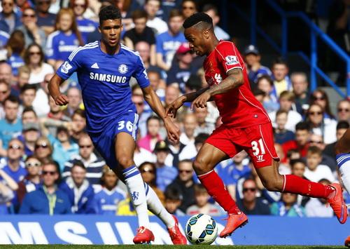 Sterling gặp khó trước hàng thủ kín kẽ của Chelsea