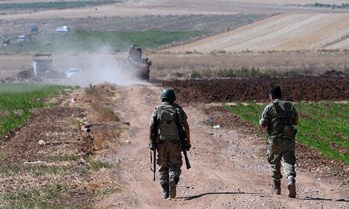 Binh lính Thổ Nhĩ Kỳ tuần tra gần biên giới với Syria Ảnh: AP