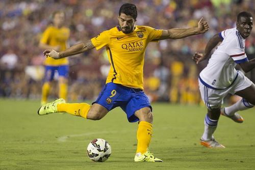 Luis Suarez san bằng cách biệt 1-1 cho Barcelona