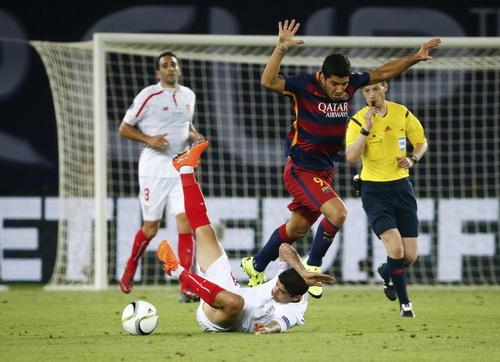 Luis Suarez tỏa sáng với bàn thắng đầu hiệp hai