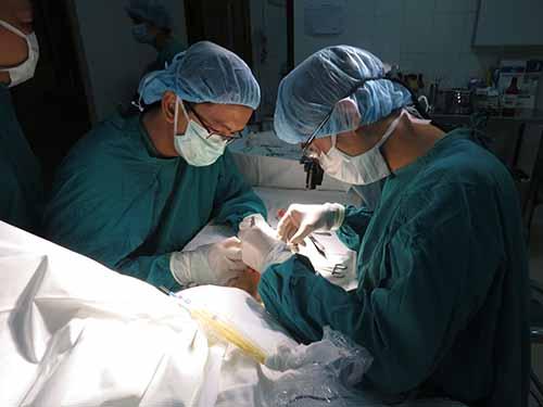 Phẫu thuật chỉnh hình cho một bệnh nhi tại Bệnh viện Chỉnh hình và Phục hồi chức năng TP HCM