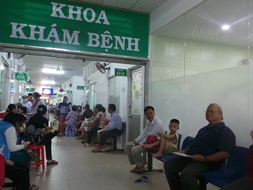 Bệnh nhân đến khám chữa bệnh tại Bệnh viện quận 2