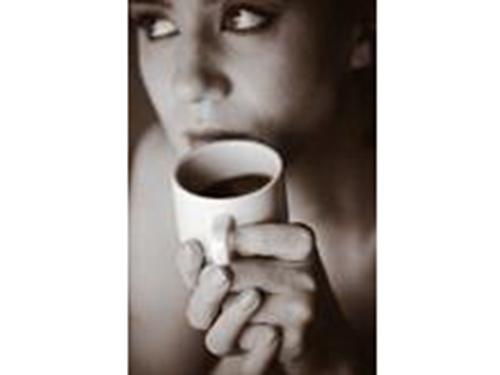 Cà phê có thể tác động lên sự cân bằng hormone trong cơ thể nữ giới. Ảnh: Healthday News