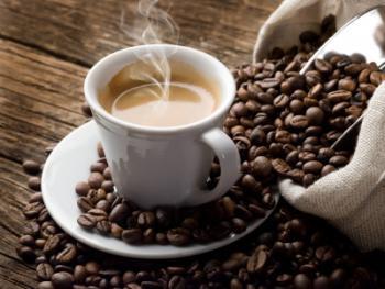 Dùng 2 đến 3 tách cà phê mỗi ngày có thể kéo giảm nguy cơ rối loạn cương dương đến 42%Ảnh: MNT