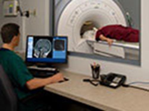 CT scan gây nhiễm xạ cao gấp 150 lần so với chụp X quang. Ảnh: HealthDay News