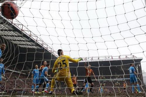 Jon Stead ghi bàn thứ nhì cho Bradford