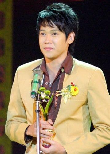 Phùng Ngọc Huy nhận giải Mai Vàng năm 2010