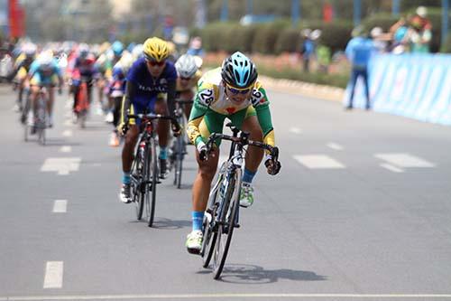 Nguyễn Thị Thật về nhất chặng 4 Giải đua Xe đạp quốc tế Bình Dương