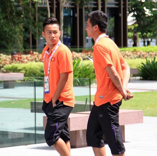 Tuấn Tài (trái) sẽ chia tay Singapore sau 3 ngày đến đây