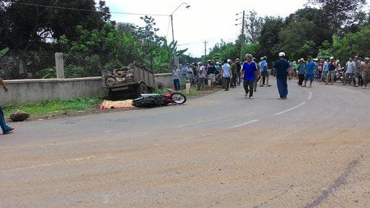 Hiện trường tai nạn khiến ông Monng bị xe máy cày tự chế cán chết