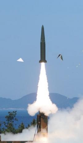 Hàn Quốc thử thành công tên lửa đạn đạo. Ảnh: Yonhap