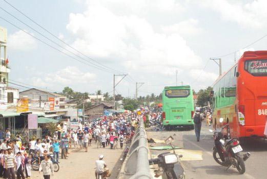Hiện trường vụ tai nạn giao thông đặc biệt nghiêm trọng khiến 4 người chết, 2 người bị thương nặng - Ảnh: Công Tuấn