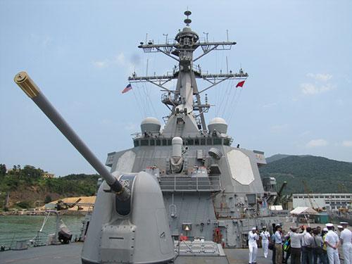 Tàu hải quân Mỹ cập cảng Tiên Sa (TP Đà Nẵng), giao lưu hải quân thường niên giữa 2 nước Việt Nam - Mỹ vào tháng 4-2015 Ảnh: HOÀNG DŨNG