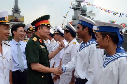 Thượng tướng Trương Quang Khánh động viên cán bộ, chiến sĩ Vùng 2 Hải quân