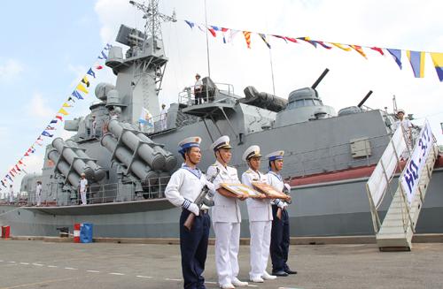 Tàu tên lửa tấn công nhanh Molniya mang tên HQ-377 là 1 trong 2 tàu đầu tiên được người thợ Ba Son đóng và đã bàn giao cho Hải quân ngày 17-7-2014. Ảnh: Hoàng Hà