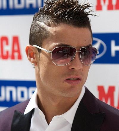 Gã trai lơ Ronaldo sẽ còn vất vả vì thói trăng hoa của mình