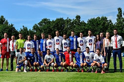 Đội cầu thủ CH Czech có Jiri Janosik và David Strihavska