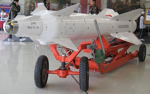 Tên lửa chống radar Kh-28. Nguồn: qdnd.vn