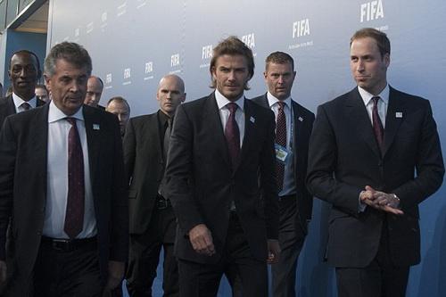 Các thành viên Hoàng gia Anh cũng vô tình can dự vào mối quan hệ bất tường giữa FA vả Warner