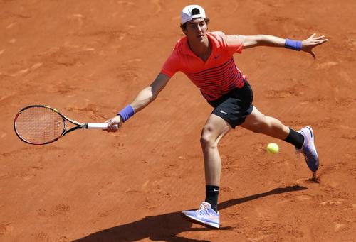 Thanasi Kokkinakis gây không ít khó khăn cho Novak Djokovic