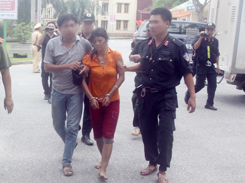 Công an thả người phụ nữ trốn cùng nghi can thảm sát