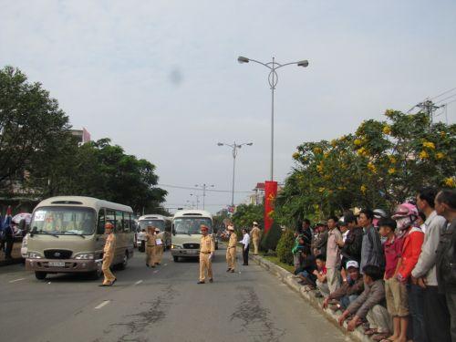 Lực lượng chức năng thực hiệm nhiệm vụ bảo vệ lễ tang ông Nguyễn Bá Thanh