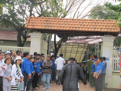 Người dân bày tỏ tiếc thương ông Nguyễn Bá Thanh