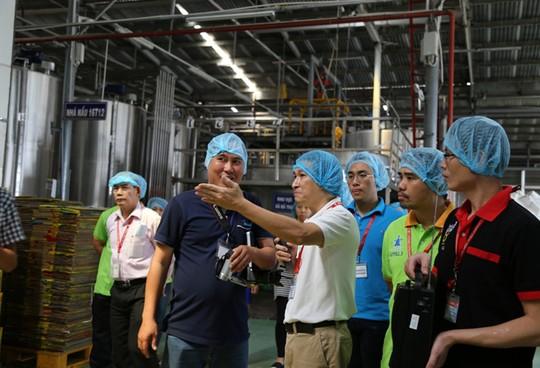Đoàn kiểm tra liên ngành của tỉnh Bình Dương tiến hành thanh tra nhà máy của Tân Hiệp Phát hồi tháng 2-2015 - Ảnh: N. Phú